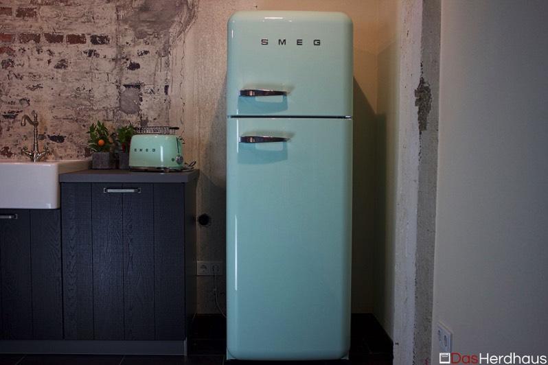 Retro Kühlschrank Von Smeg : Retro kühlgerät smeg fab30 ausstellungsgeräte ausstellungsstück