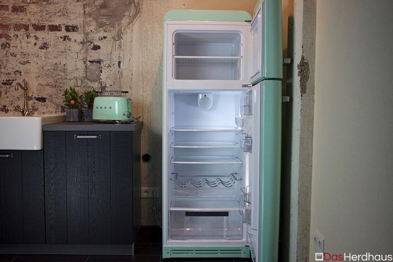 Smeg Kühlschrank Abmessungen : Retro kühlgerät smeg fab ausstellungsgeräte ausstellungsstück